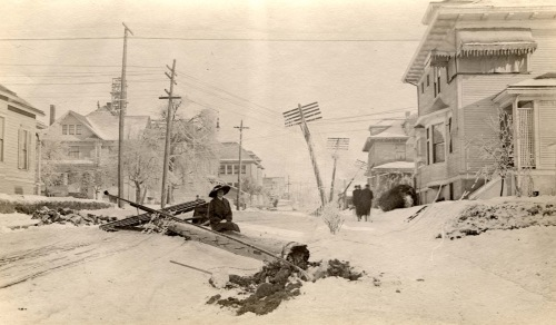 a2004-002-730-ne-19th-weidler-snow-storm-damage-1917